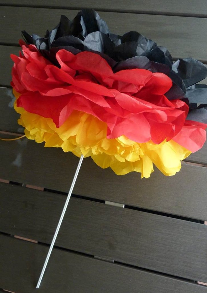 Pom Pom Blume FUSSBALLPARTY